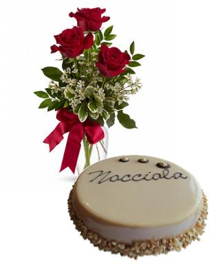 torta-alla-crema-di-nocciola-con-tre-rose-rosse