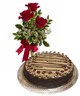 torta-al-caffe-con-tre-rose-rosse